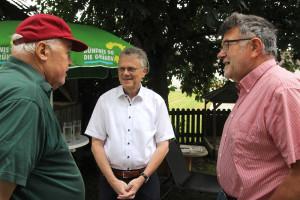 Josef Stapfer, Hans Schreiner und August Groh im Gespräch (Foto: Bernd Spanier)